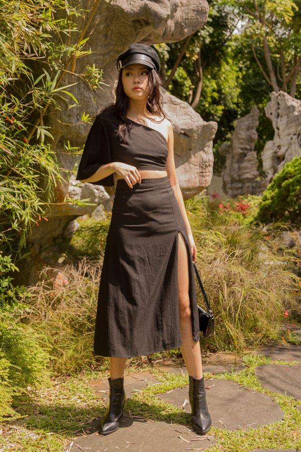 Side To Side Skirt in Black