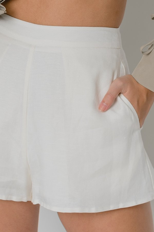 Free And Easy Shorts in White