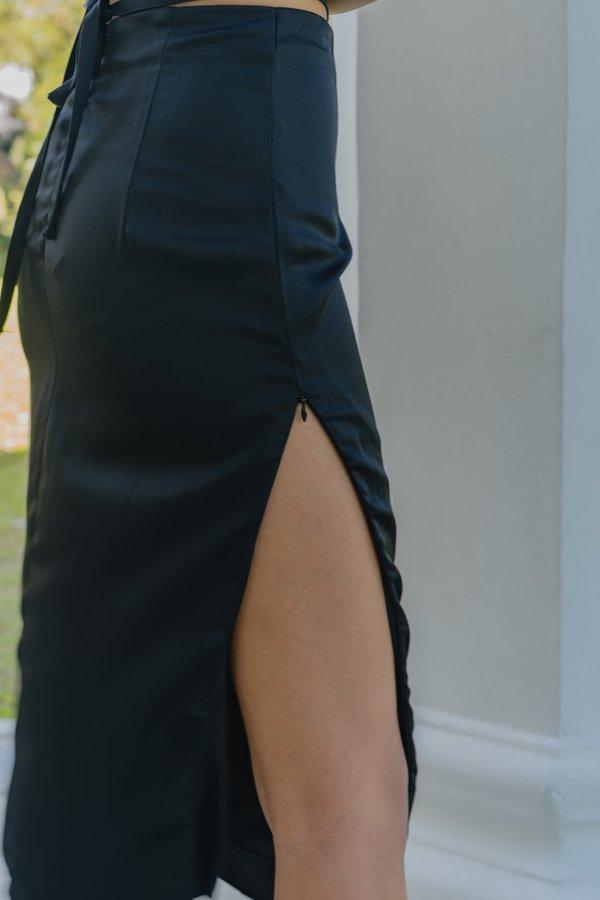 It's G Skirt in Black