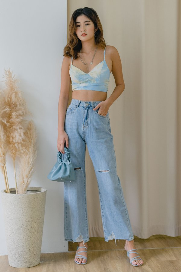 Ripped Straight Cut Jeans in Light Wash